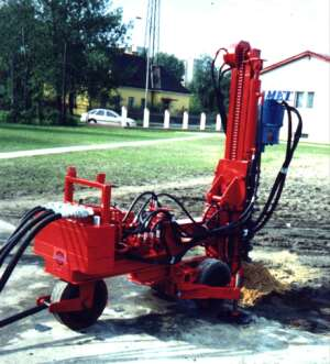 MWW-2 Small size caterpillar drilling rig